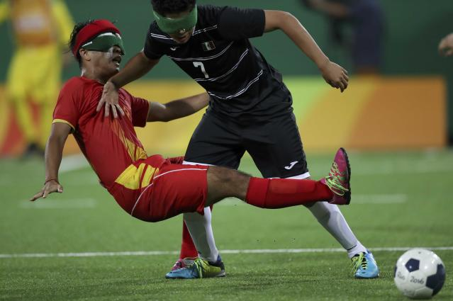 2016 Rio Paralympics - Football Soccer - Men's 5-a-side Preliminaries Pool B - China v Mexico - Olympic Tennis Centre - Rio de Janeiro, Brazil - 11/09/2016. Daniel Viera (MEX) of Mexico in action with Zhang Lijing (CHN) of China. REUTERS/Ueslei Marcelino FOR EDITORIAL USE ONLY, NOT FOR SALE FOR MARKETING OR ADVERTISING CAMPAIGNS.