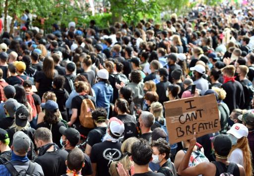 Protesters -- many, but not all, wearing masks -- demonstrate on June 2, 2020 in New York city. Experts fear the demonstrations against racism could fuel the spread of COVID-19
