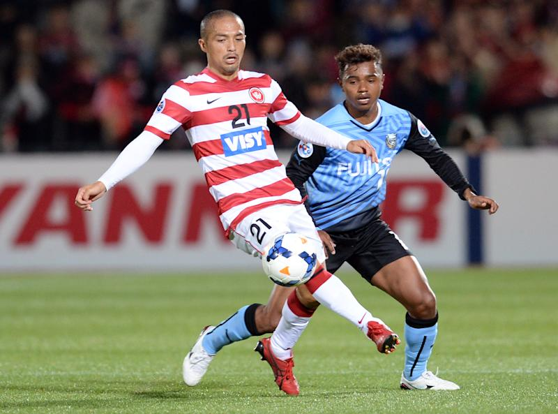 File photo taken on April 1, 2014 shows Kawasaki Frontale forward Renato (R) during an AFC Champions League match in Kawasaki, Kanagawa prefecture