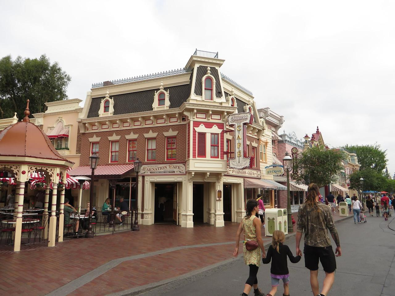 """<p><a href=""""https://disneyland.disney.go.com/dining/disneyland/carnation-cafe/"""" target=""""_blank"""" class=""""ga-track"""" data-ga-category=""""Related"""" data-ga-label=""""https://disneyland.disney.go.com/dining/disneyland/carnation-cafe/"""" data-ga-action=""""In-Line Links"""">Carnation Cafe</a> is a <a href=""""https://www.popsugar.com/smart-living/Disneyland-Bucket-List-39703040"""" class=""""ga-track"""" data-ga-category=""""Related"""" data-ga-label=""""https://www.popsugar.com/smart-living/Disneyland-Bucket-List-39703040"""" data-ga-action=""""In-Line Links"""">Disneyland classic</a> that serves up some of Walt's favorites, and we cannot imagine a trip to Disneyland that doesn't include at least one stop here. Because California weather is typically nice, your family might want to sit outside on the patio and enjoy the sights and sounds of the park while you wait for your meal to arrive. We highly suggest going here for lunch to get the loaded baked potato soup and fried pickle spears!</p> <p><strong>Location:</strong> Disneyland Park, Main Street U.S.A.<br> <strong>Dining Experience:</strong> Table service<br> <strong>Reservations:</strong> Highly recommended</p>"""