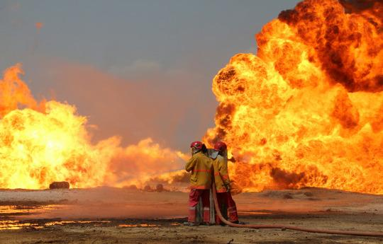 <p>Iraqi firefighters try to stop the fire of burning oil wells in Kirkuk, northern Iraq, June 2, 2016. Two Khabbaz oil field wells in Kirkuk Province, northern Iraq, exploded by suspected insurgents, a security official said. (EPA) </p>