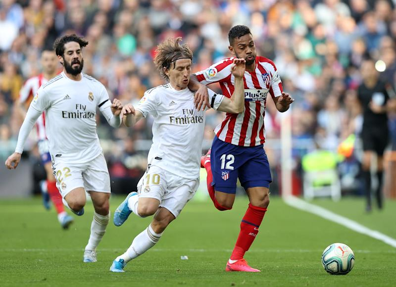 MADRID, SPAIN - FEBRUARY 01: Luka Modric of Real Madrid battles for possession with Renan Lodi of Atletico Madrid during the Liga match between Real Madrid CF and Club Atletico de Madrid at Estadio Santiago Bernabeu on February 01, 2020 in Madrid, Spain. (Photo by Angel Martinez/Getty Images)