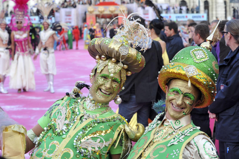 Guests in fancy costumes arrive for the opening ceremony of the 21st Life Ball in front of city hall in Vienna, Austria, on Saturday, May 25, 2013. The Life Ball is a charity gala to raise money for people living with HIV and AIDS. (AP Photo/Hans Punz)