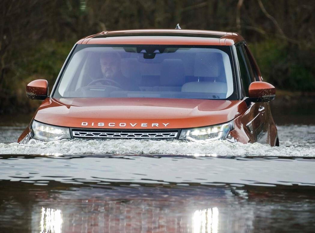 <strong>Land Rover Discovery (Rs 83 lakh onwards)- </strong>The Discovery from Land Rover does justice to its lineage with an astounding 900mm wading depth and that means it can withstand ridiculously high levels of water.