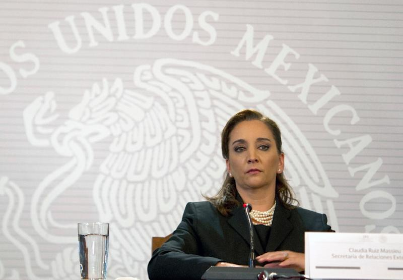 Mexico's Foreign Minister Claudia Ruiz Massieu reads a statement in Mexico City on September 14, 2015 (AFP Photo/Yuri Cortez)