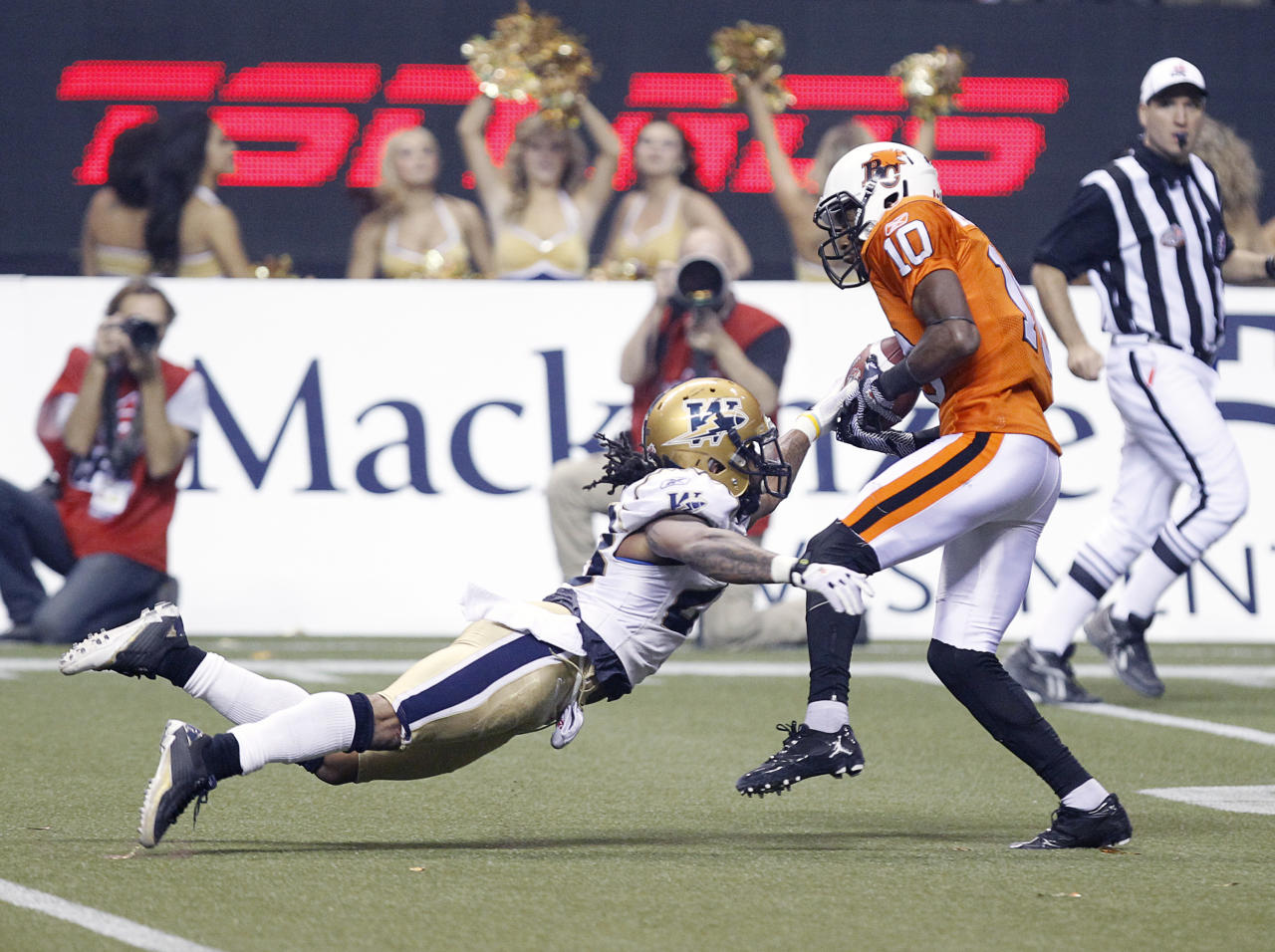 VANCOUVER, CANADA - NOVEMBER 27: Kierrie Johnson #10 of the BC Lions evades Jonathan Hefney #23 of the Winnipeg Blue Bombers and races for a third-quarter touchdown during the  CFL 99th Grey Cup November 27, 2011 at BC Place in Vancouver, British Columbia, Canada. (Photo by Jeff Vinnick/Getty Images)