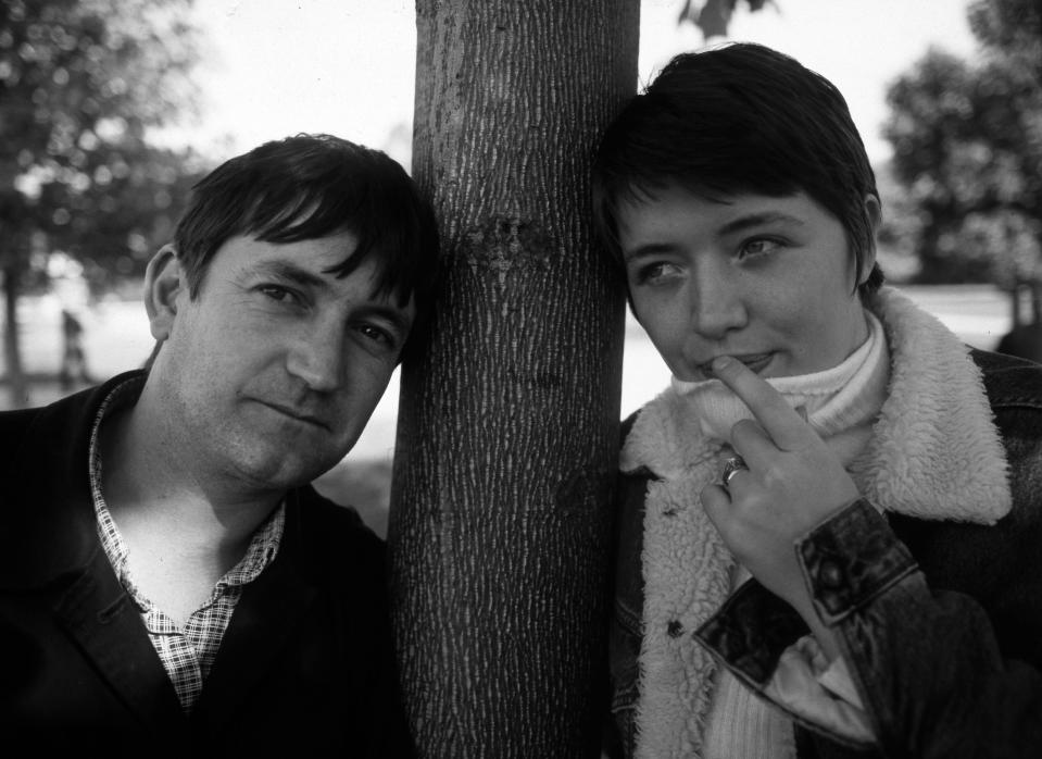 Paul Heaton and Jacqui Abbott of the Beautiful South, portrait, United Kingdom, 1995. (Photo by Martyn Goodacre/Getty Images)