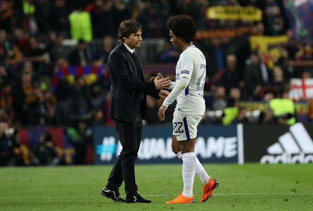 Soccer Football - Champions League Round of 16 Second Leg - FC Barcelona vs Chelsea - Camp Nou, Barcelona, Spain - March 14, 2018 Chelsea manager Antonio Conte and Willian look dejected after the match REUTERS/Susana Vera