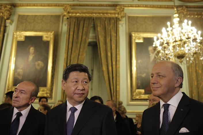 Chinese President Xi Jinping, center, Lyon's mayor Gerard Collomb, left, and French foreign minister Laurent Fabius, right, look on before a dinner at Lyon townhall, central France, Tuesday, March 25, 2014. Xi Jinping arrived in France for a three-day state visit. (AP Photo/Laurent Cipriani, Pool)
