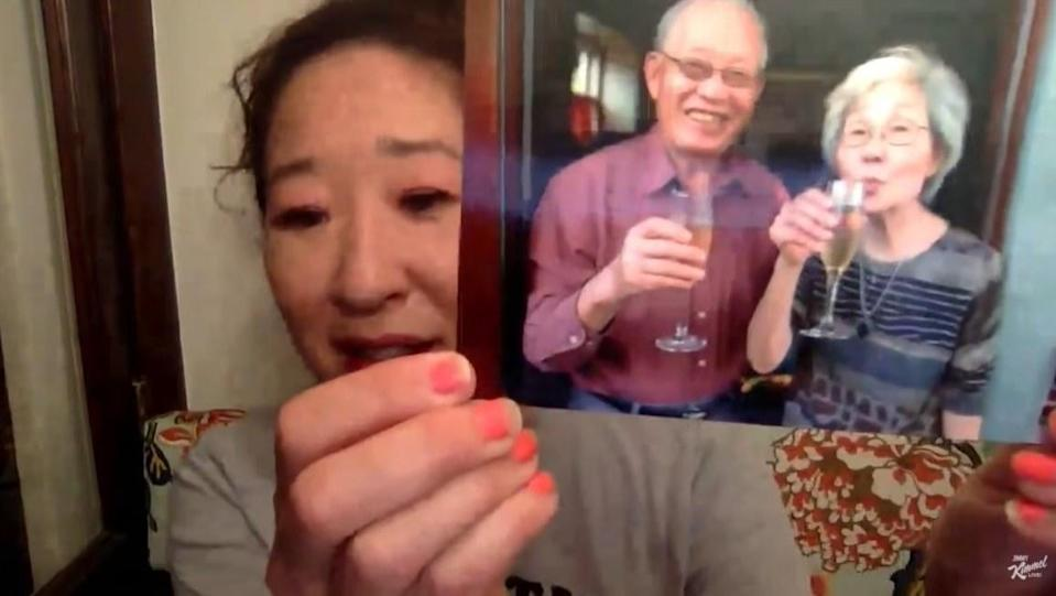 Sandra Oh shows Jimmy Kimmel a picture of her parents