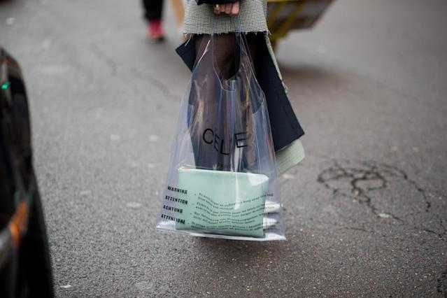 <p>Model carries a clear plastic Céline tote with mint clutch. (Photo: Getty Images) </p>