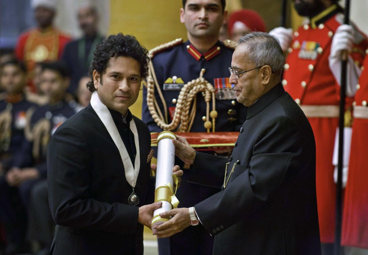 Retired cricketer Sachin Tendulkar (L) receives the Bharat Ratna award from Indian President Pranab Mukherjee at India's presidential palace Rashtrapati Bhavan in New Delhi February 4, 2014. Tendulkar was conferred the nation's highest civilian honour on Tuesday in New Delhi. REUTERS/Prakash Singh/Pool (INDIA - Tags: SPORT CRICKET POLITICS)