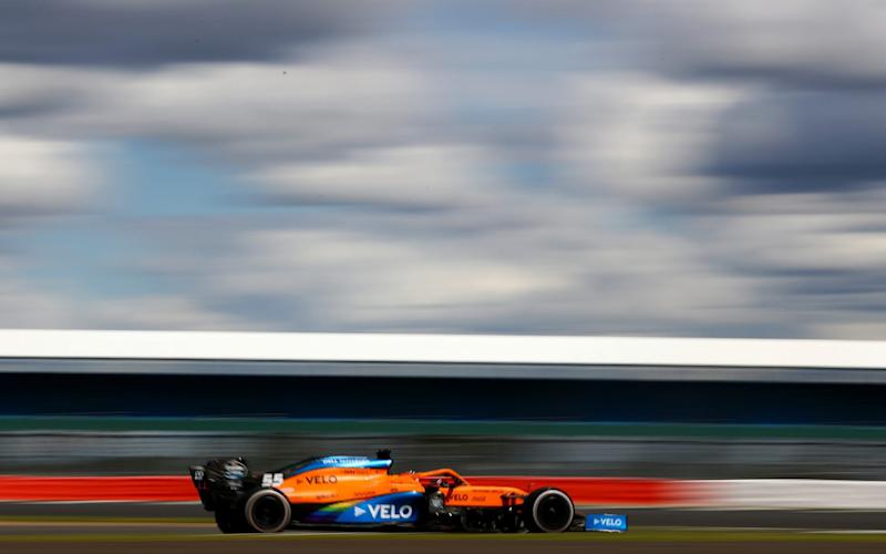 Carlos Sainz of Spain driving the (55) McLaren F1 Team MCL35 Renault during the Formula One British Grand Prix at Silverstone on August 02, 2020 in Northampton, England. - Dan Istitene - Formula 1