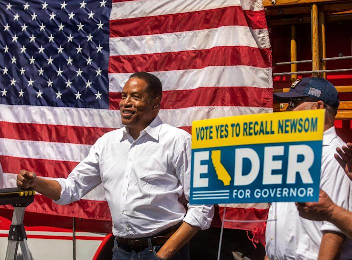 Gubernatorial candidate Larry Elder campaigns at The Oaks shopping mall in Thousand Oaks