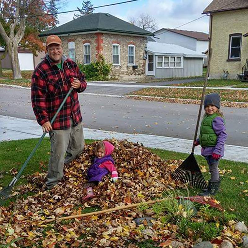 """Jerry """"Ched"""" Dunham with his daughters. Image courtesy of Krista Lambier."""