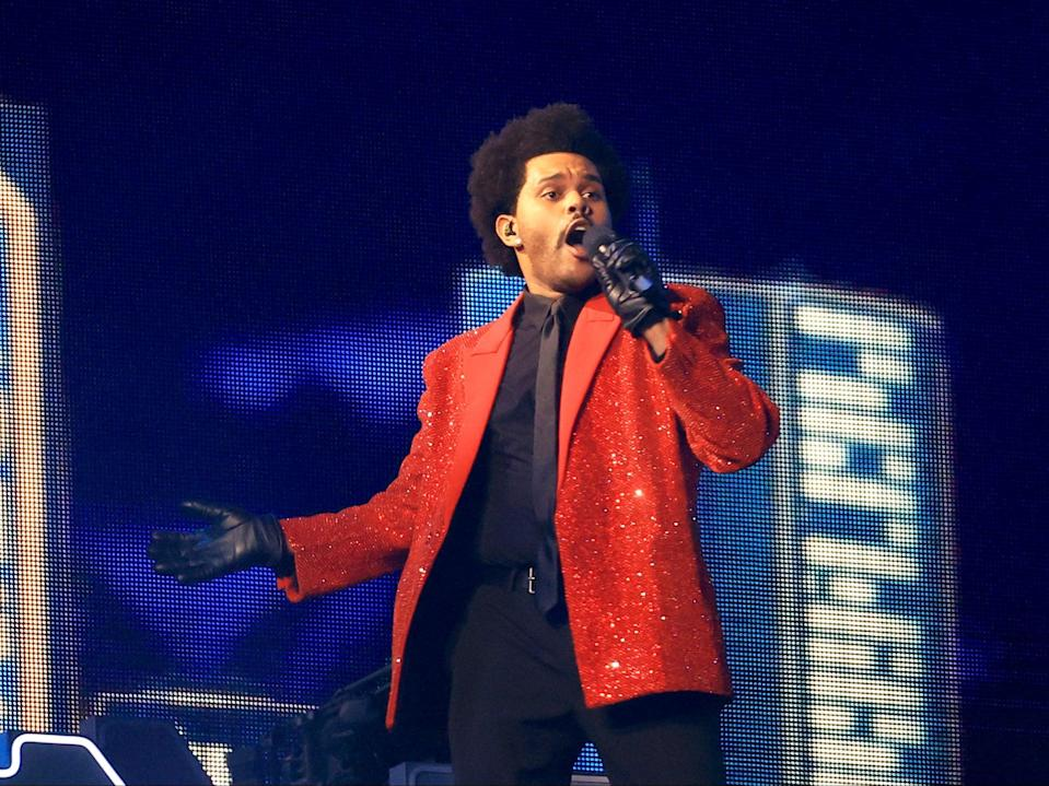 <p>The Weeknd se presenta durante el espectáculo de medio tiempo del Super Bowl LV de Pepsi en el estadio Raymond James el 7 de febrero de 2021 en Tampa, Florida. </p> (Mike Ehrmann / Getty Images)