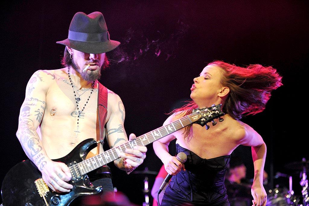 """On stage, Carmen Electra's ex Dave Navarro, """"Whip It"""" actress Juliette Lewis, Benji and Joel Madden, and more took turns rocking the crowd of conservationists. Hey, Dave, do you think you have enough tattoos?! John Shearer/<a href=""""http://www.gettyimages.com/"""" target=""""new"""">GettyImages.com</a> - March 3, 2010"""
