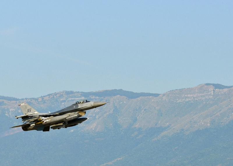 An F-16 Fighting Falcon departs Aviano Air Base, Italy enroute to Incirlik Air Base, Turkey, in support of Operation Inherent Resolve (AFP Photo/A1C Deana Heitzman)
