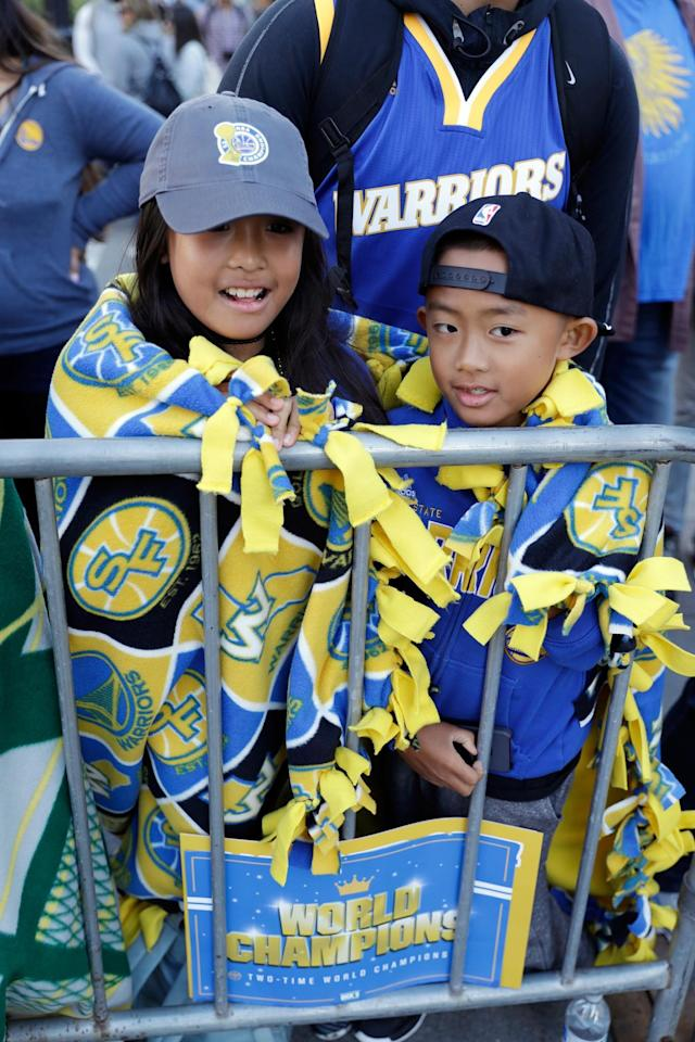 <p>Makayla Ranola, left, and her brother Devyn wrap themselves in blankets as they wait for a parade and rally to start in honor of the Golden State Warriors, Thursday, June 15, 2017, in Oakland, Calif., to celebrate the team's NBA basketball championship. (AP Photo/Marcio Jose Sanchez) </p>