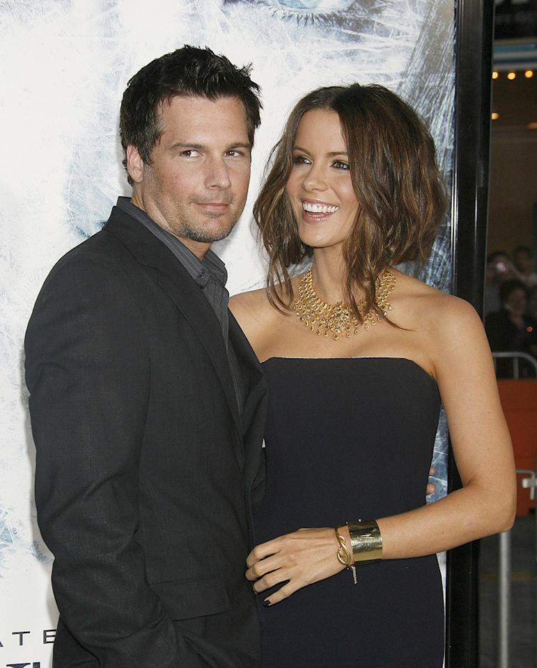 """<a href=""""http://movies.yahoo.com/movie/contributor/1808458111"""">Len Wiseman</a> and <a href=""""http://movies.yahoo.com/movie/contributor/1800020790"""">Kate Beckinsale</a> at the Los Angeles premiere of <a href=""""http://movies.yahoo.com/movie/1809839458/info"""">Whiteout</a> - 09/09/2009"""