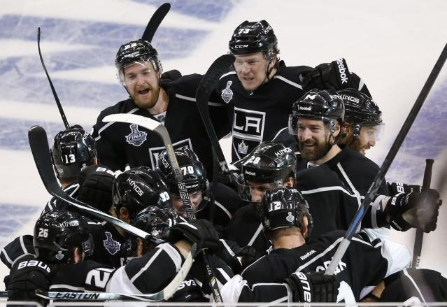 Los Angeles Kings celebrates after defeating the New York Rangers in the second overtime period in Game 2 of their NHL Stanley Cup Finals hockey series in Los Angeles, California, June 7, 2014. REUTERS/Lucy Nicholson (UNITED STATES - Tags: SPORT ICE HOCKEY TPX IMAGES OF THE DAY)