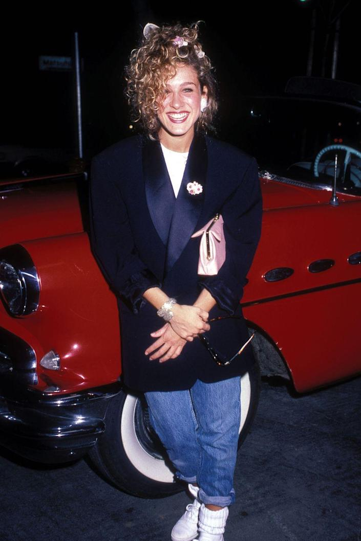 <p>Sarah Jessica Parker in a boxy blazer, high-waisted jeans, and white sneakers. </p>