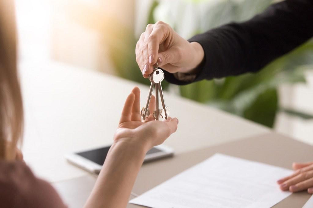 """Buying a home anywhere is an expensive proposition, but in the suburbs, your dollar goes a whole lot further. In New York City—one of America's <a href=""""https://bestlifeonline.com/most-expensive-things/?utm_source=yahoo-news&utm_medium=feed&utm_campaign=yahoo-feed"""" target=""""_blank"""">most expensive</a> urban centers—the median home value is $671,700, according to <a href=""""https://www.zillow.com/new-york-ny/home-values/"""" target=""""_blank"""">Zillow</a>. However, just a 47-minute train ride away, in the suburb of <a href=""""https://www.zillow.com/ossining-ny/home-values/"""" target=""""_blank"""">Ossining</a>, New York, you'll find that the median home value is just $430,500."""