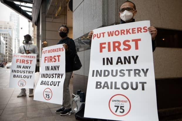 Hospitality workers urge Ottawa to put employees first in any COVID-19 related bailout