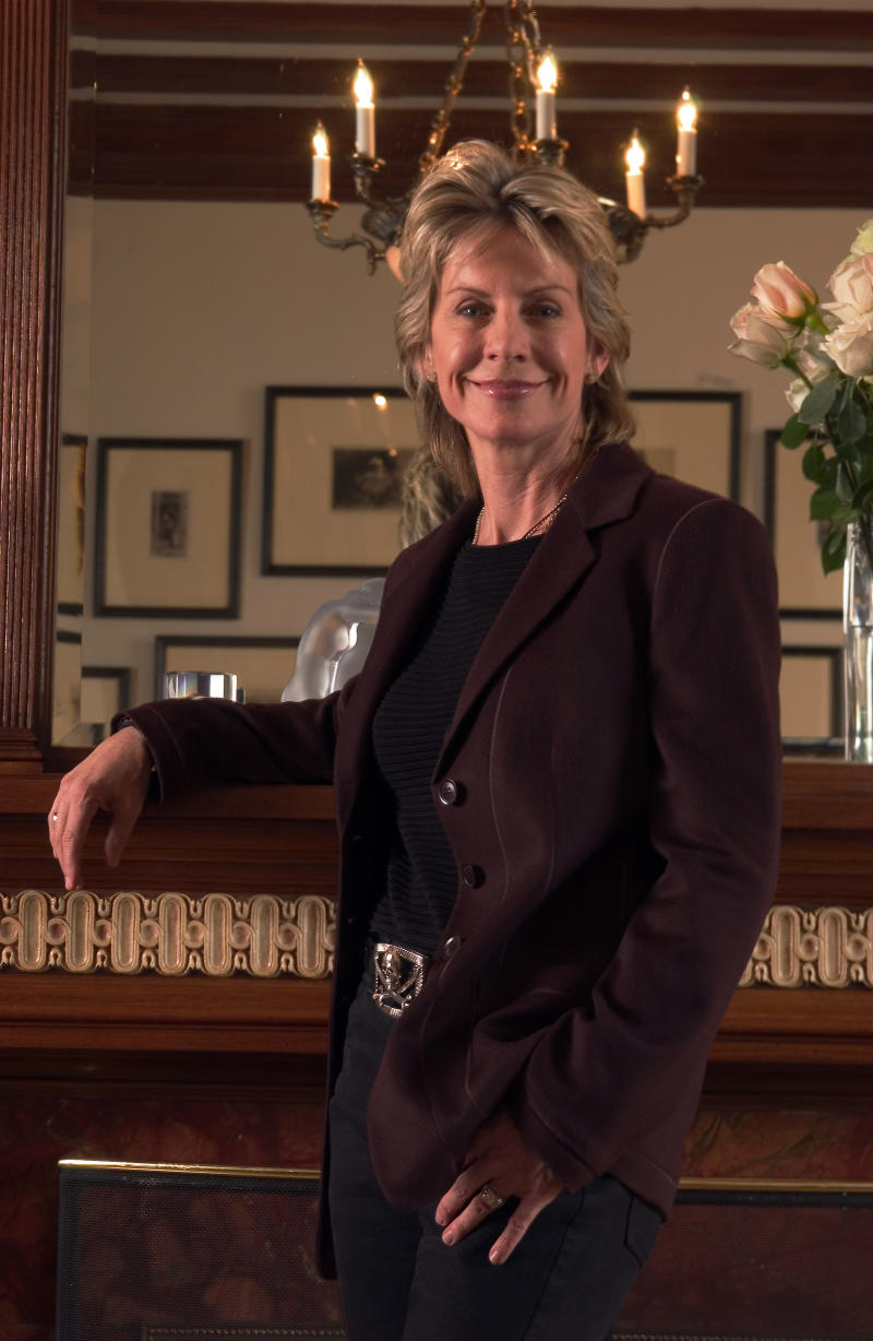 Crime writer Cornwell has personal courtroom drama