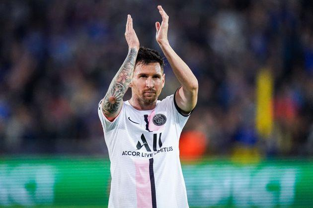 BRUGES, BELGIUM - SEPTEMBER 15: Lionel Messi of Paris Saint-Germain aknowledges the fans during the UEFA Champions League Group Stage match between Club Brugge and Paris Saint-Germain at the Jan Breydelstadion on September 15, 2021 in Bruges, Belgium (Photo by Joris Verwijst/BSR Agency/Getty Images) (Photo: BSR Agency via Getty Images)