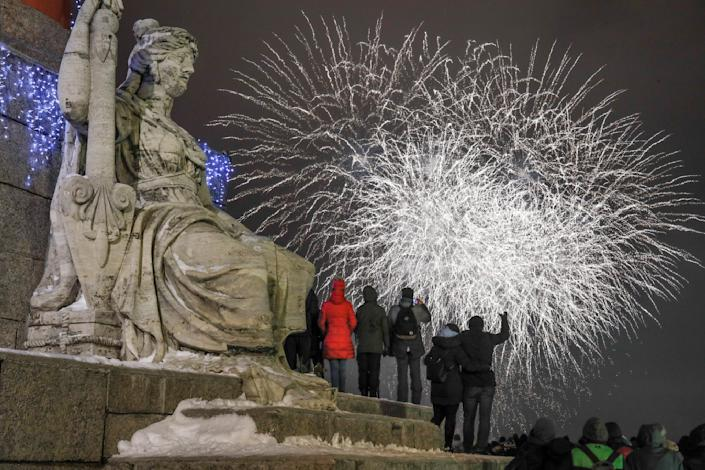 People watch fireworks during New Year celebration in downtown St.Petersburg. (Photo: Dmitri Lovetsky/AP)