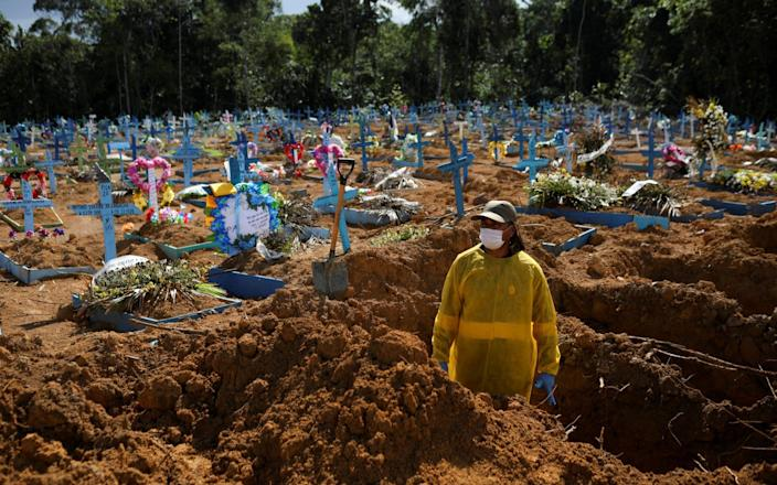 A gravedigger works at the Parque Taruma cemetery amid the coronavirus outbreak in Manaus, Brazi - Bruno Kelly/REUTERS