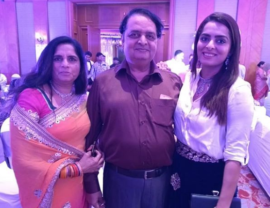 Ruhi Chaturvedi and her mother