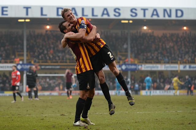 Bradford City's Filipe Morais and Stephen Darby (R) celebrate on the pitch after the FA Cup fifth round football match between Bradford City and Sunderland on February 15, 2015 (AFP Photo/Oli Scarff)