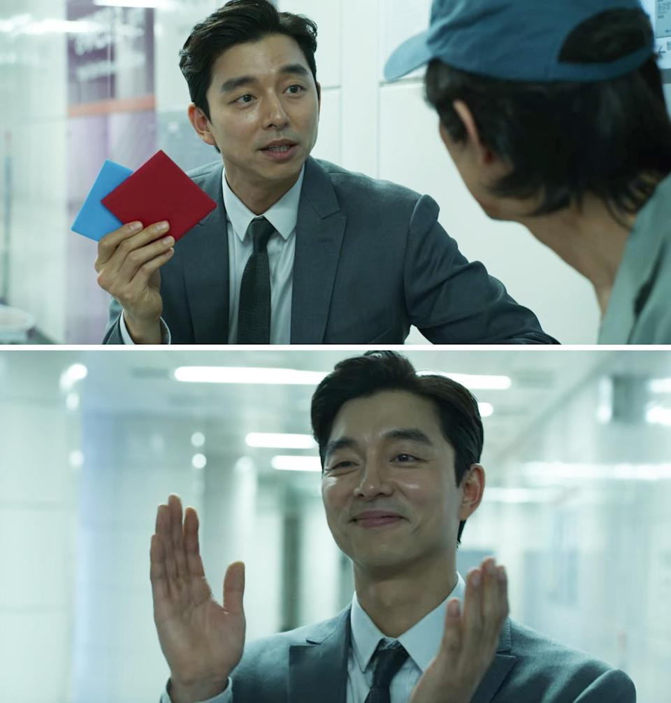 Gong Yoo's character clapping