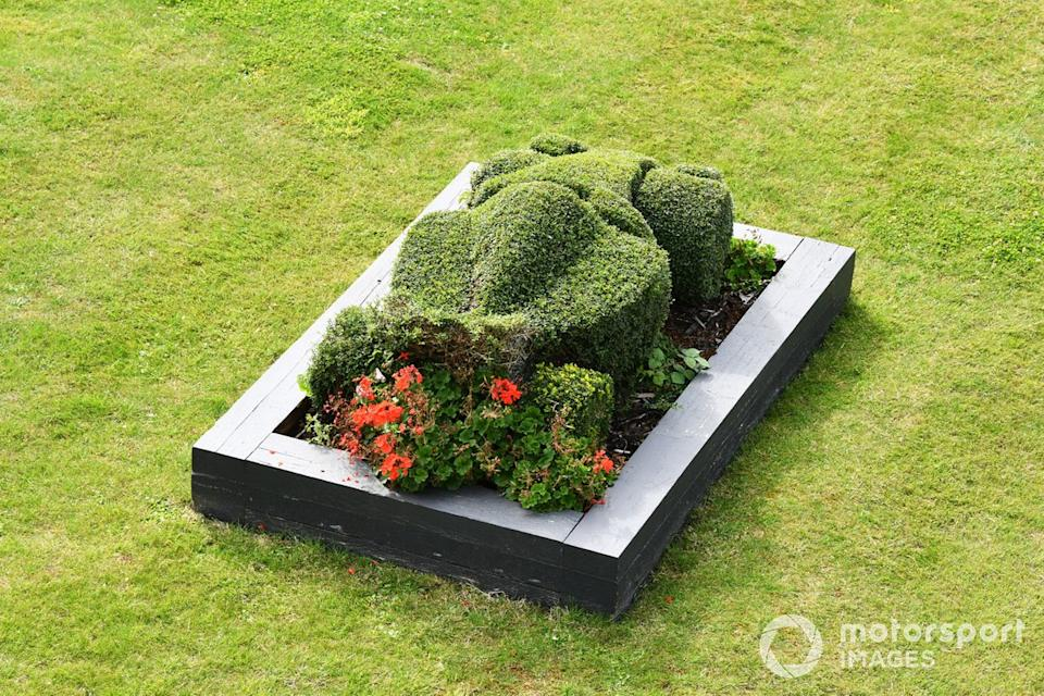 """Formula 1-themed topiary<span class=""""copyright"""">Mark Sutton / Motorsport Images</span>"""
