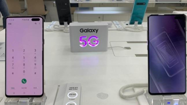 Samsung has the device, network infrastructure and chip for offering a complete 5G solution. The company also said that it is willing to provide its 5G network once telecom operators are ready.