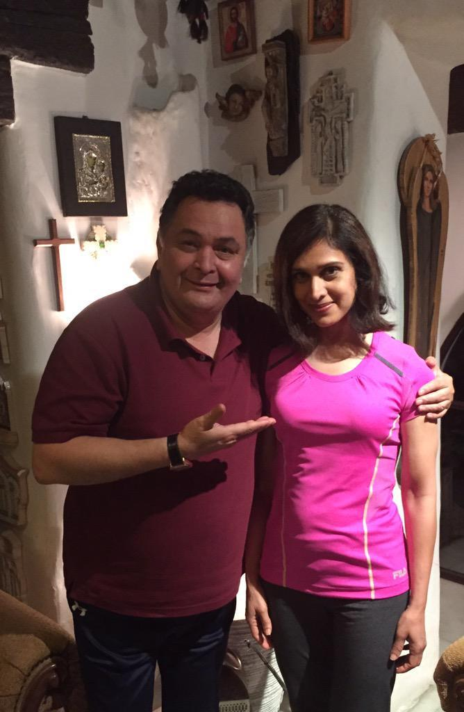 After a long hiatus, the actress came back in news after paying a surprise visit to Rishi Kapoor in 2015. Her Damini co-star, almost failed to recognize her, took to twitter to share an adorable pic from their quick meet. Though, Rishi Kapor suggested that she may take up roles in movies, Meenakshi denied cleared that she has no plans of returning to the screen anytime soon. Interestingly, she was the chief guest at Miss India USA pageant 2019.