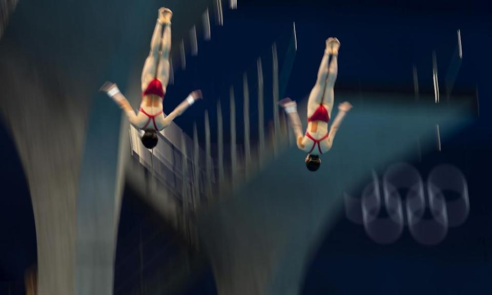 Chen Yuxi and Zhang Jiaqi in the air during their gold medal-winning dives.
