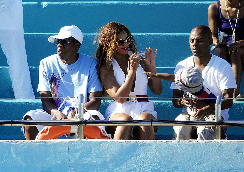 "While at a dolphin show, Beyonce seems more interested in taking pics of her little friend. SP/<a href=""http://www.x17online.com"" target=""new"">X17 Online</a> - June 23, 2007"
