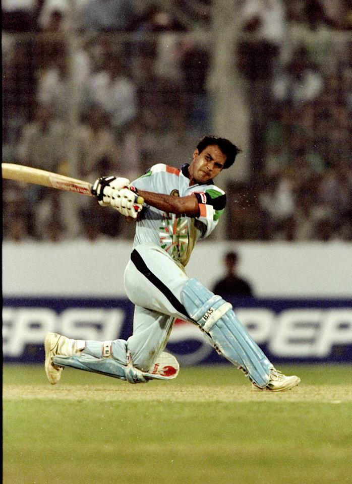 25 Oct 1998:  Robin Singh of India in action during the Wills International Cup at the Bangabandhu National Stadium in Dhaka, Bangladesh.  \ Mandatory Credit: Clive Mason /Allsport