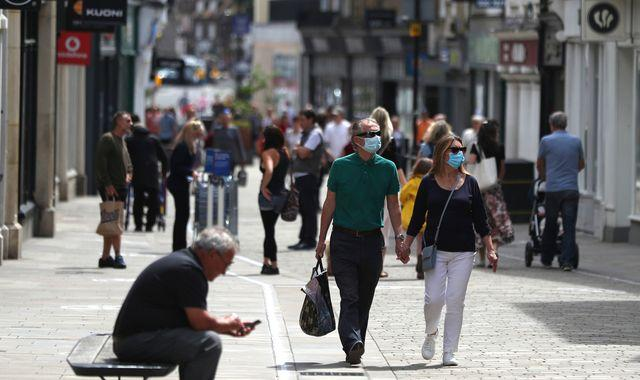 Retail sales volumes grow for fourth consecutive month but analysts warn of trouble ahead