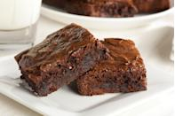 "<p>""Cut brownies with a plastic knife to prevent crumbly edges.""</p><p>— <a href=""https://www.instagram.com/veenstralois/"" rel=""nofollow noopener"" target=""_blank"" data-ylk=""slk:@veenstralois"" class=""link rapid-noclick-resp"">@veenstralois</a></p>"
