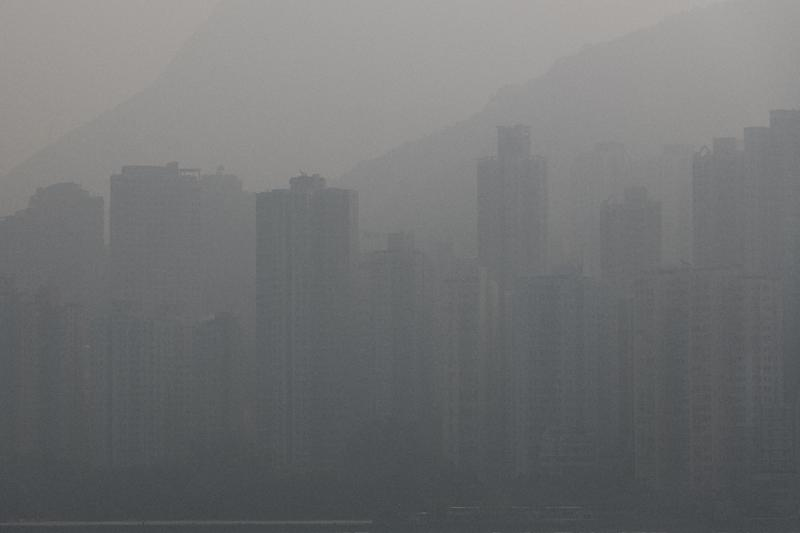 """The air quality in Hong Kong Monday was categorised as """"unhealthy"""" on the World Air Quality Index (AFP Photo/Anthony WALLACE)"""