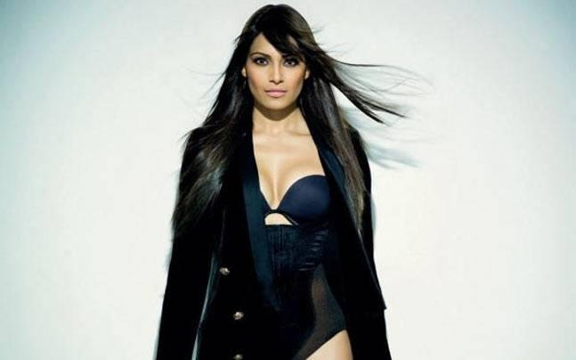 Bipasha ditches show, organiser says she used the money for honeymoon