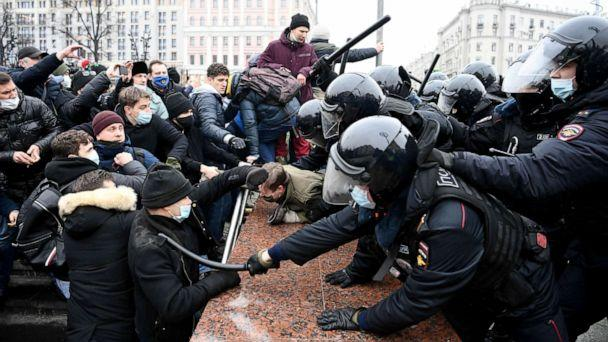 PHOTO: Protesters clash with riot police during a rally in support of jailed opposition leader Alexey Navalny in downtown Moscow on Jan. 23, 2021.  (Kirill Kudryavtsev/AFP via Getty Images)