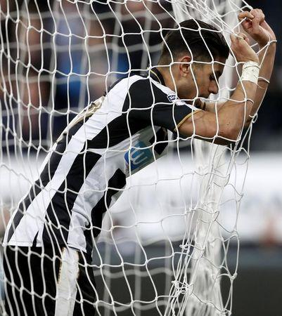 Britain Soccer Football - Newcastle United v Leeds United - Sky Bet Championship - St James' Park - 14/4/17 Newcastle's Ayoze Perez looks dejected Action Images / Carl Recine Livepic