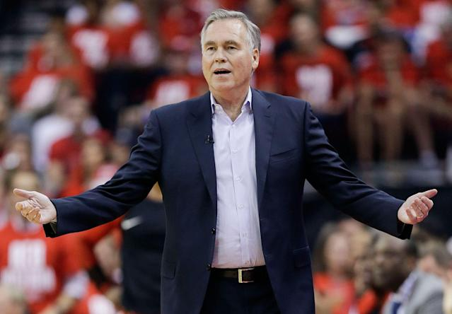 """Mike D'Antoni won't be getting an extension from the <a class=""""link rapid-noclick-resp"""" href=""""/nba/teams/houston/"""" data-ylk=""""slk:Rockets"""">Rockets</a>. (AP Photo/Eric Christian Smith)"""