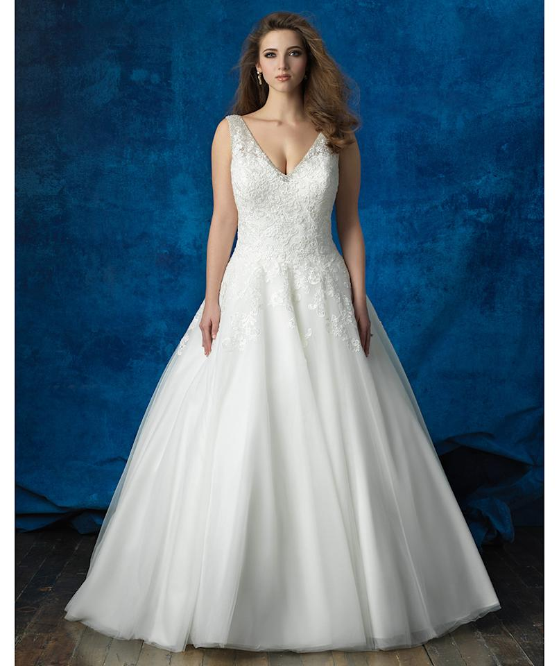 5 gorgeous full figured wedding gowns for Wedding dresses for larger figures