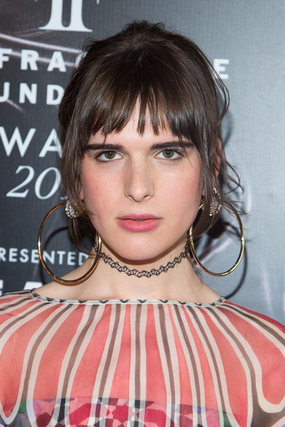 <p>Hari's choppy fringe, paired with the deep brow and big hoops gives a real Mediterranean feel to her look.</p>